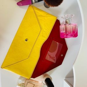 Elegant yellow clutch